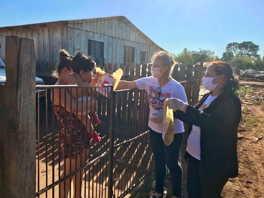 Voluntárias da EBI visitam crianças e seus familiares em comunidade de São Borja, no sul do Brasil