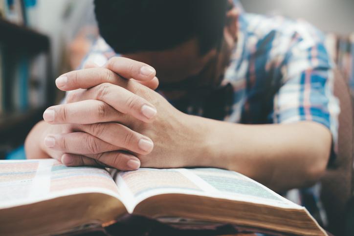 Na maior crise do século, fé é aliada importante para a saúde do corpo e da mente
