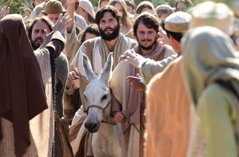 O que fez o Senhor Jesus chorar ao entrarem Jerusalém
