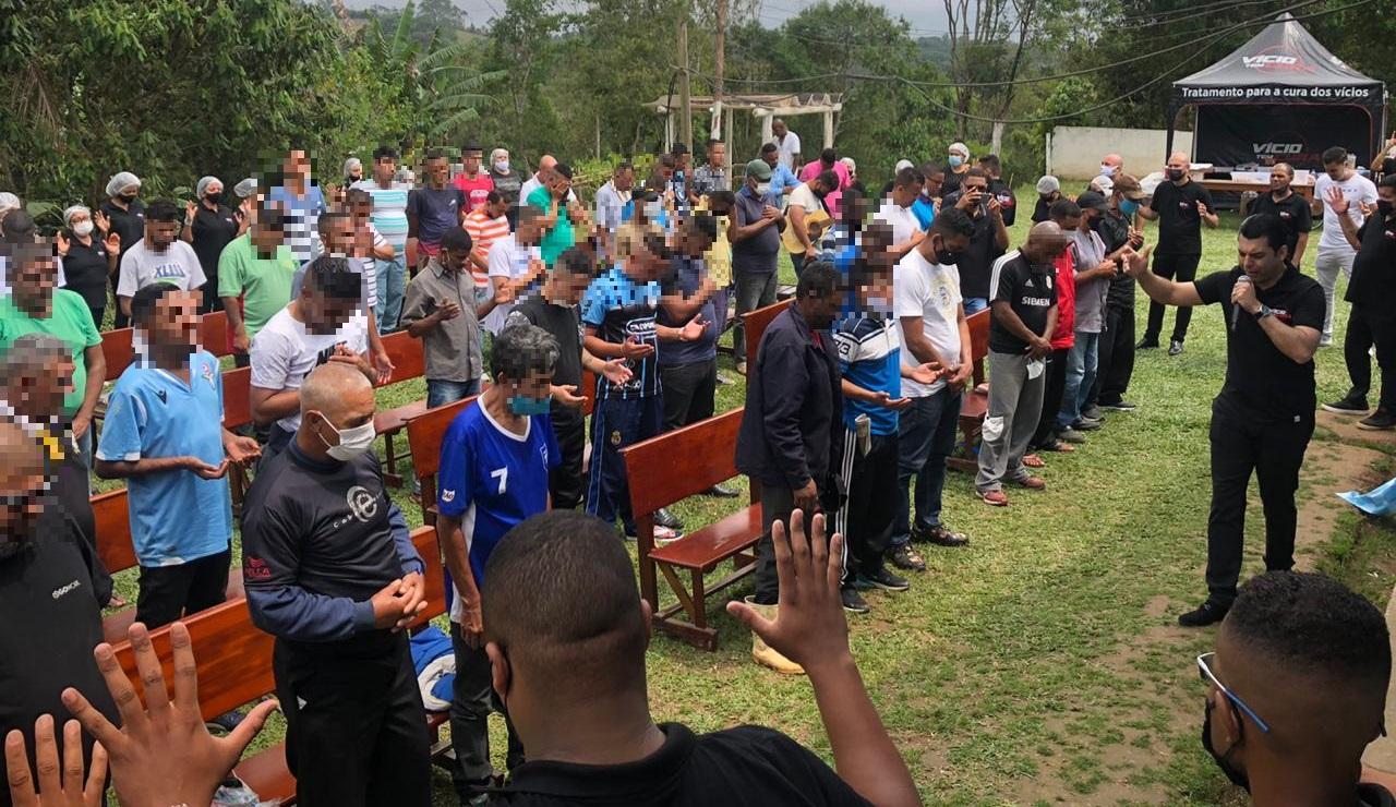 """Clínica de reabilitação recebe a visita do projeto """"Vício tem Cura"""""""