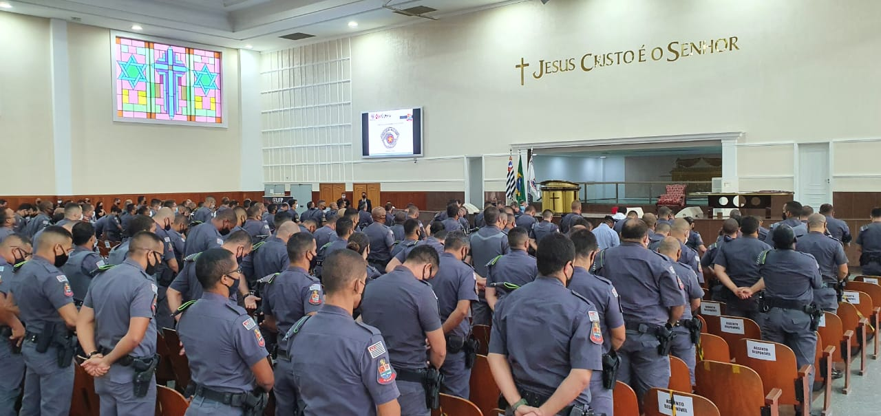 Universal nas Forças Policiais: oração por policiais no Guarujá