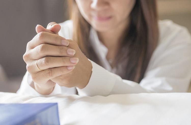 3 erros comuns que as pessoas cometem quando oram