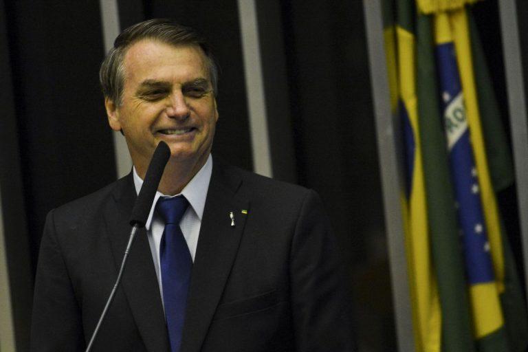Presidente Jair Bolsonaro deseja incentivar a atuação de grandes templos