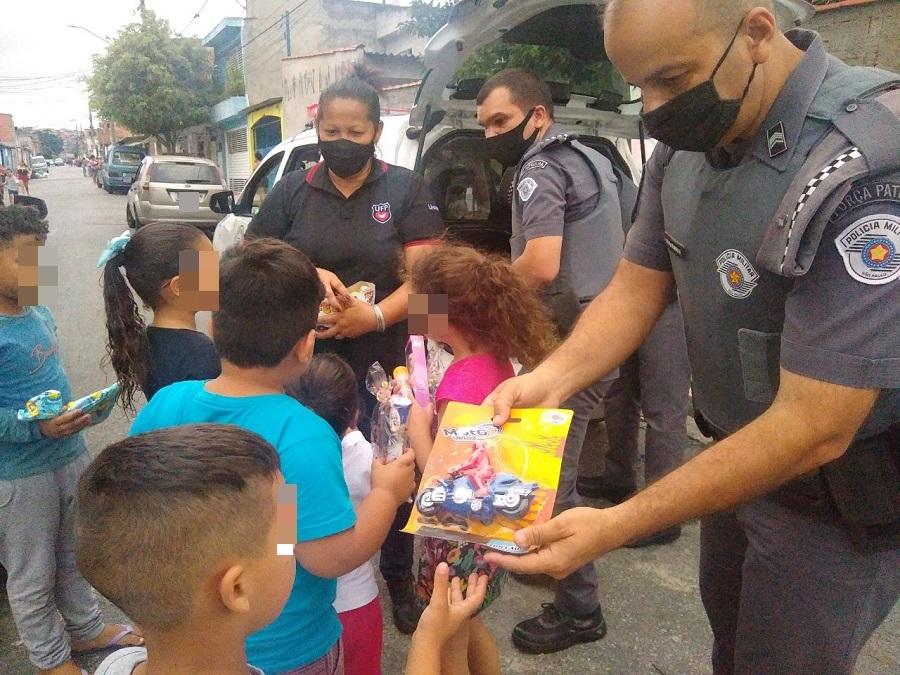 Crianças foram beneficiadas na comunidade Tijuco Preto, na zona leste da capital paulista