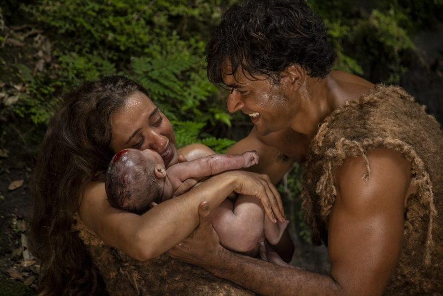 Gênesis: Eva e Adão se emocionam com o nascimento do primeiro filho