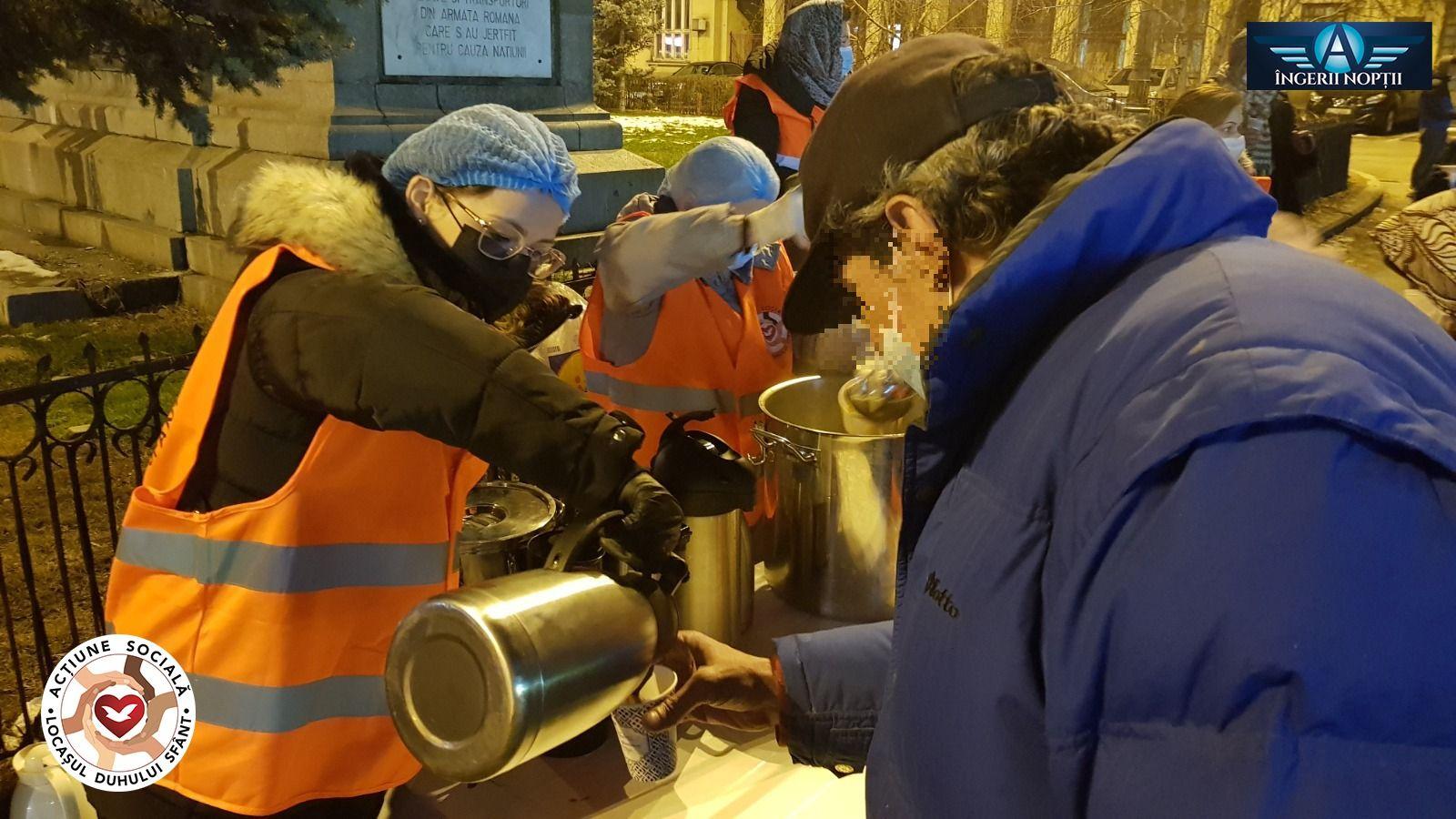 Voluntários do grupo Anjos da Madrugada saem às ruas para ajudar os mais necessitados