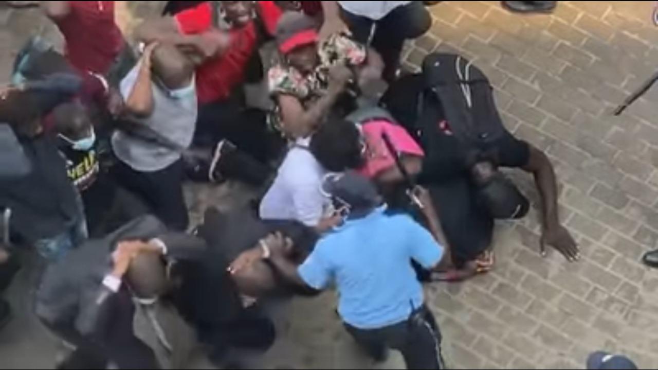 Novamente, polícia angolana é truculenta e agride fiéis da Universal