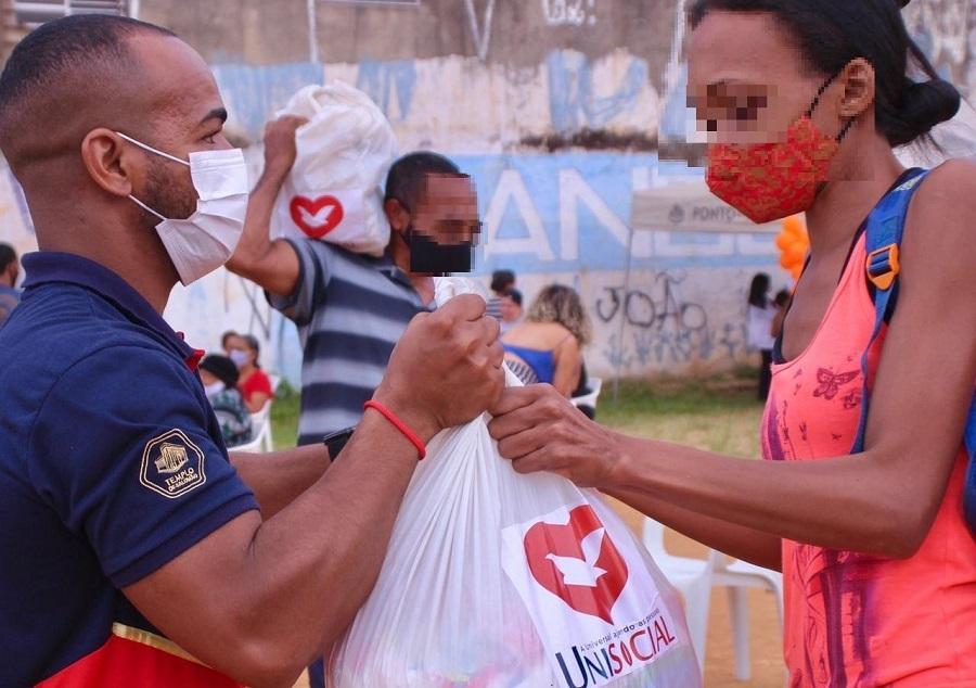 Doação de 21,7 mil cestas básicas socorre famílias que estão passando fome