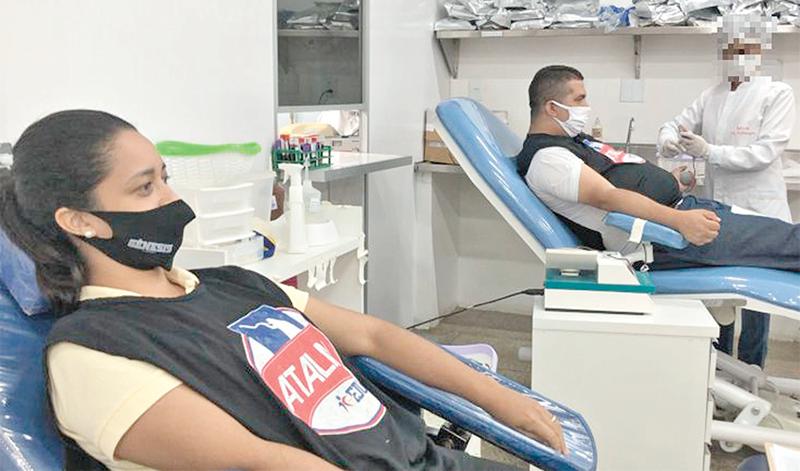 Hemocentro recebe doação de sangue de voluntários da Universal