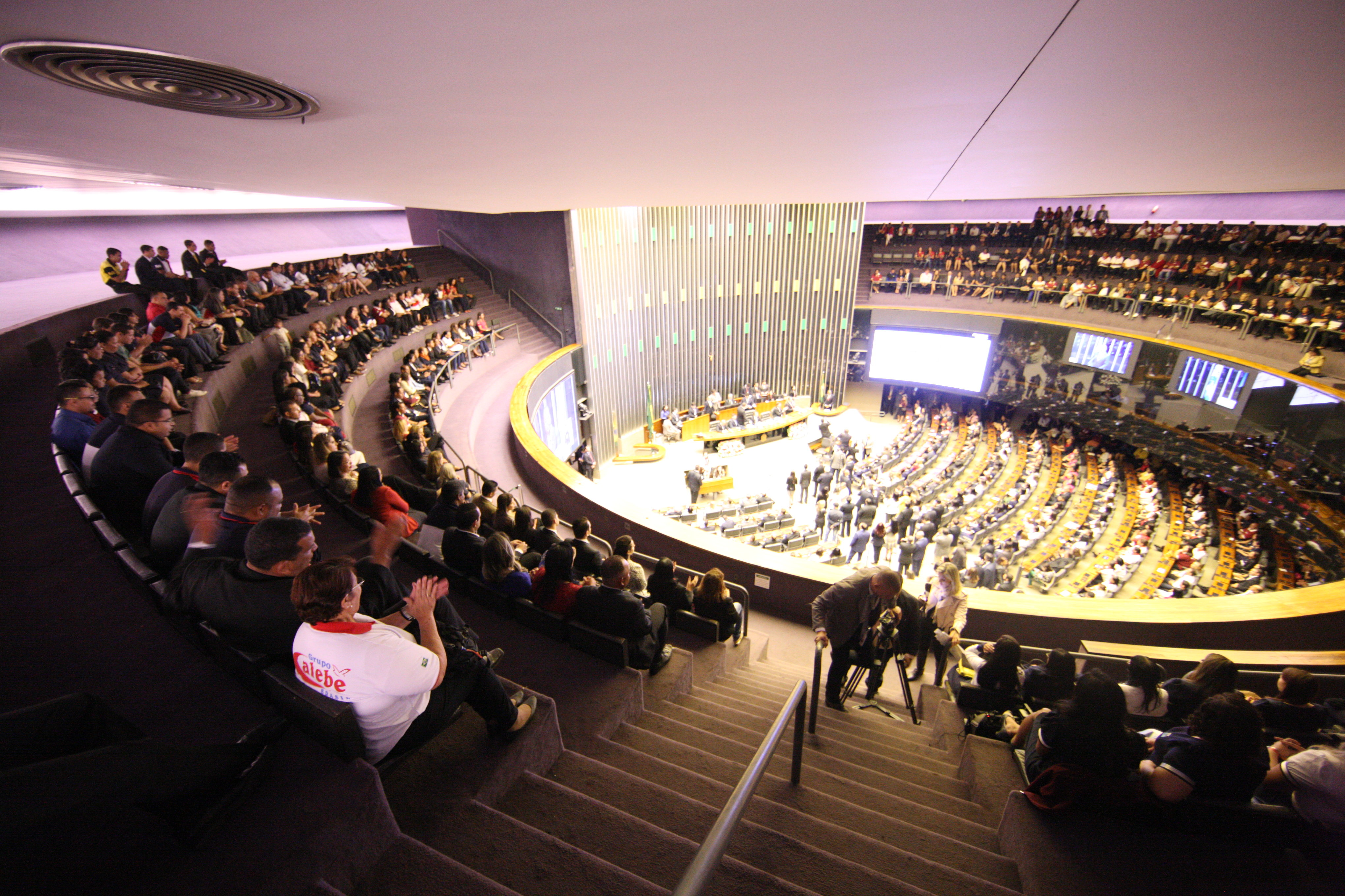 Congresso Nacional homenageia 40 anos da Universal2 min read