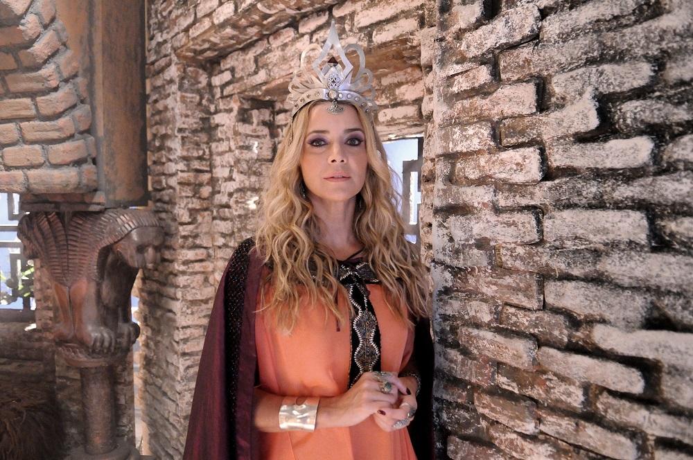 Christine Fernandes fala da grande vilã de O Rico e Lázaro3 min read