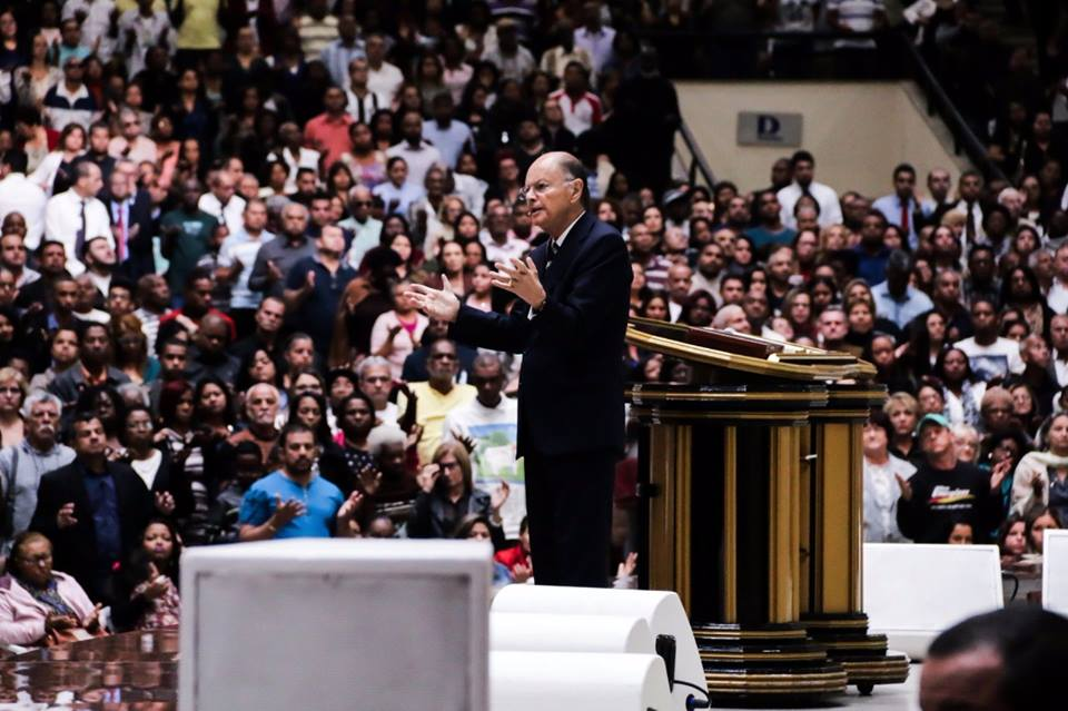 Bispo Edir Macedo realiza reunião na Catedral de Del Castilho, no Rio de Janeiro3 min read