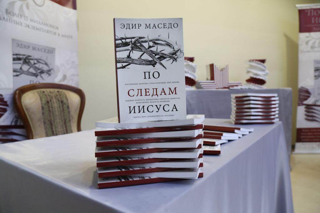 """Livro """"Nos Passos de Jesus"""" é lançado na Rússia2 min read"""