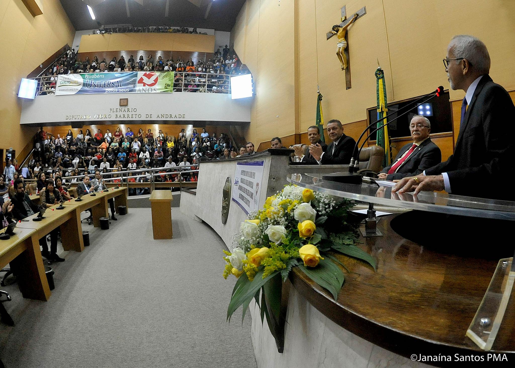 Sessão solene é realizada na cidade de Aracaju em homenagem aos 40 anos da Universal2 min read
