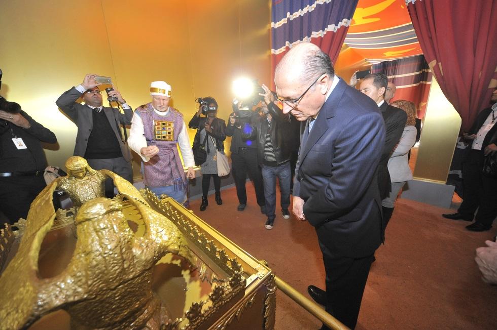 Governador Geraldo Alckmin visita a réplica do Tabernáculo de Moisés