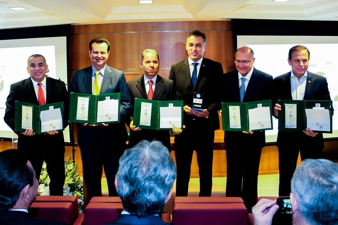 Correios lançam selo e carimbo em homenagem aos 40 anos da Universal5 min read