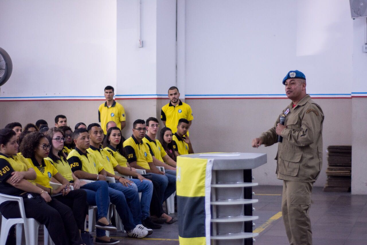 Força Jovem Gaúcha recebe treinamento de soldado da ONU1 min read
