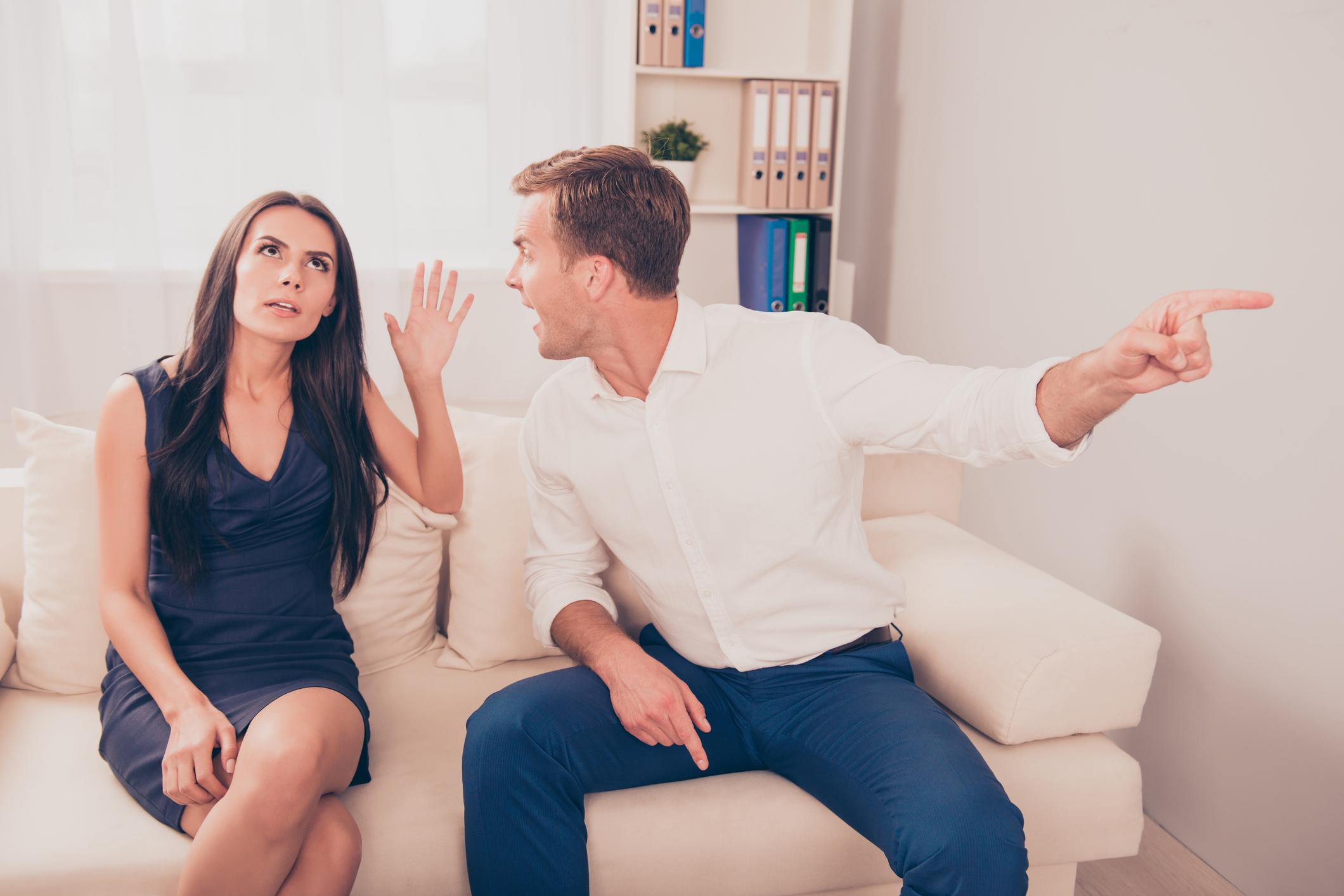 4 atitudes para nunca tomar em discussões no casamento4 min read