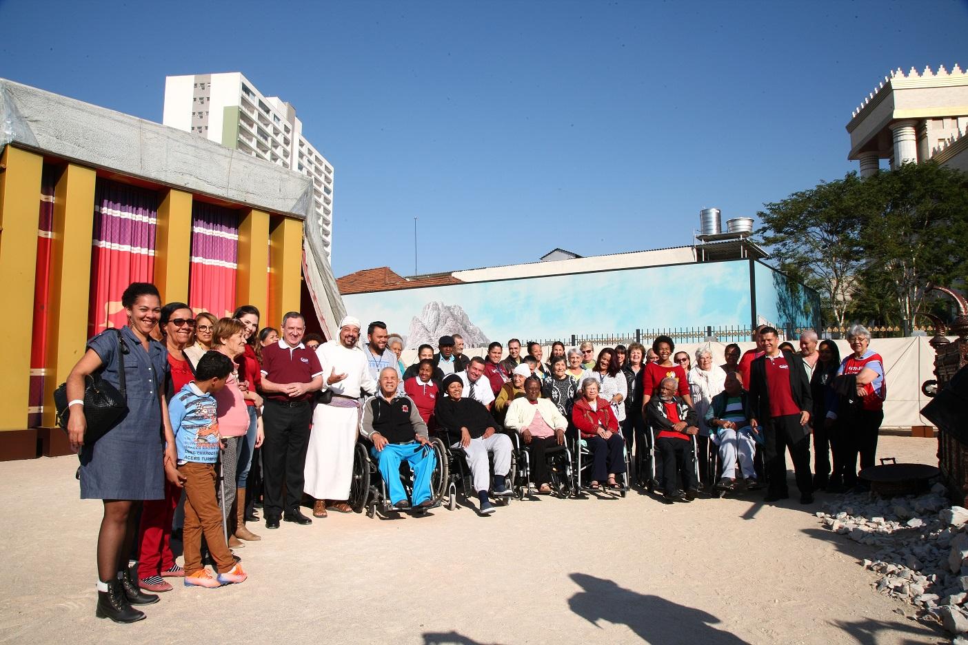 Grupo de idosos faz o tour pelo Jardim Bíblico pela primeira vez4 min read