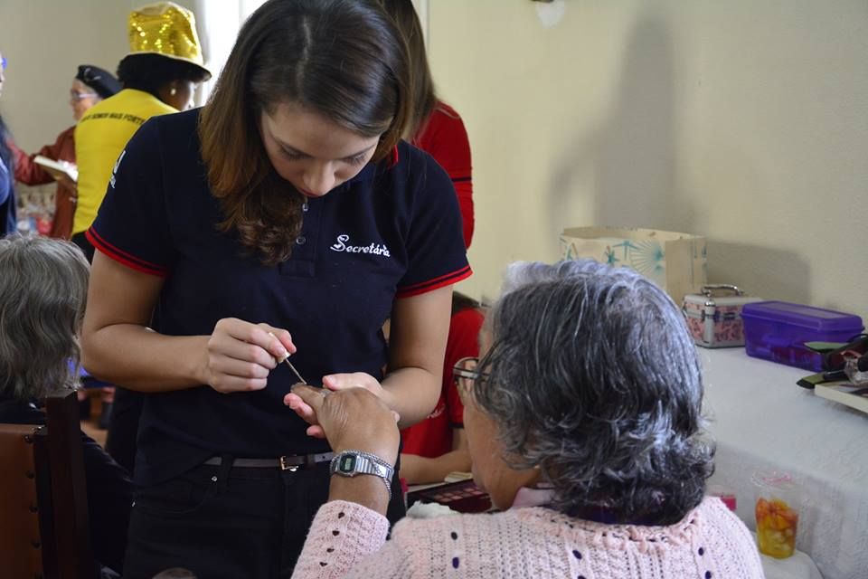 Força Jovem Universal visita asilo em Porto Alegre