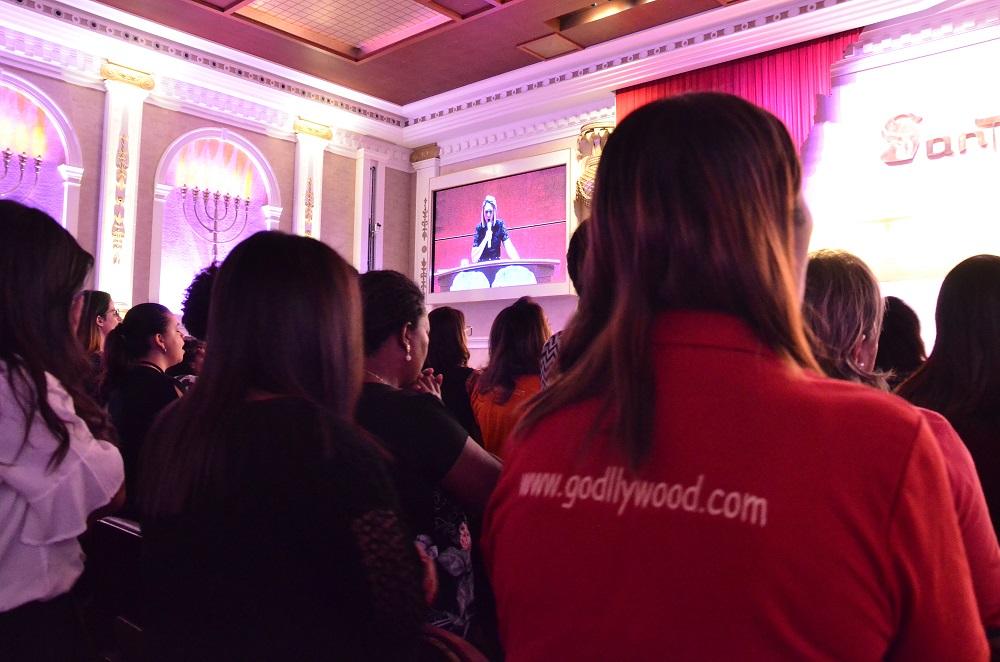 Godllywood celebra mais de 8 mil novas integrantes no Brasil