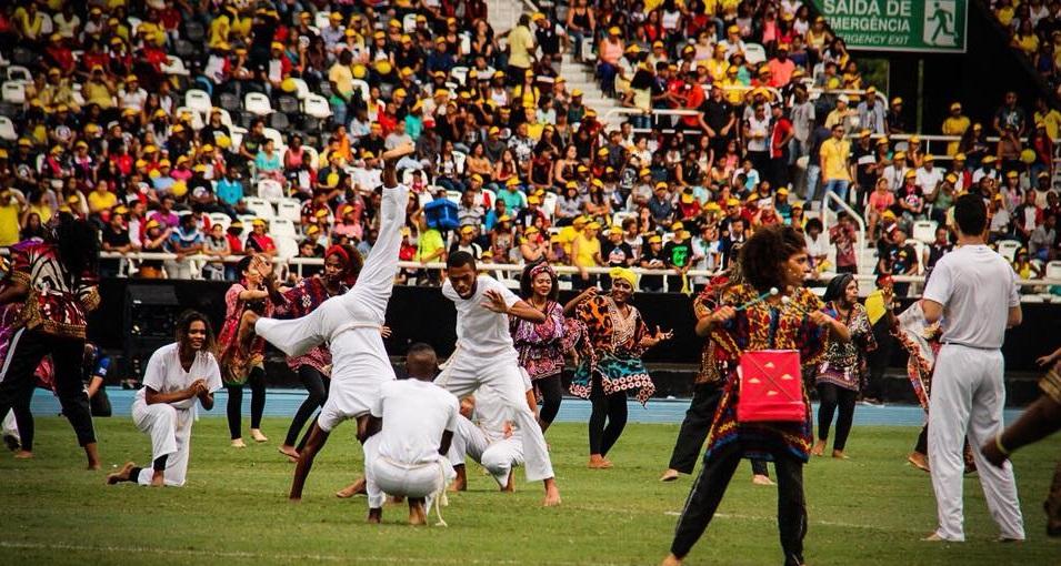 Grupo reúne mais de 40 mil jovens no Nilton Santos