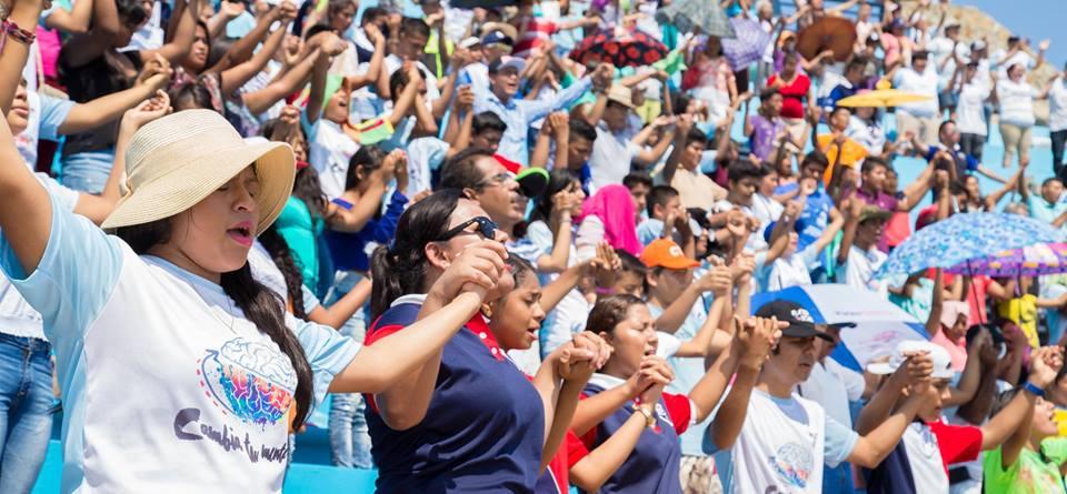 """""""Playa Fest"""" reúne jovens em Acapulco, no México"""