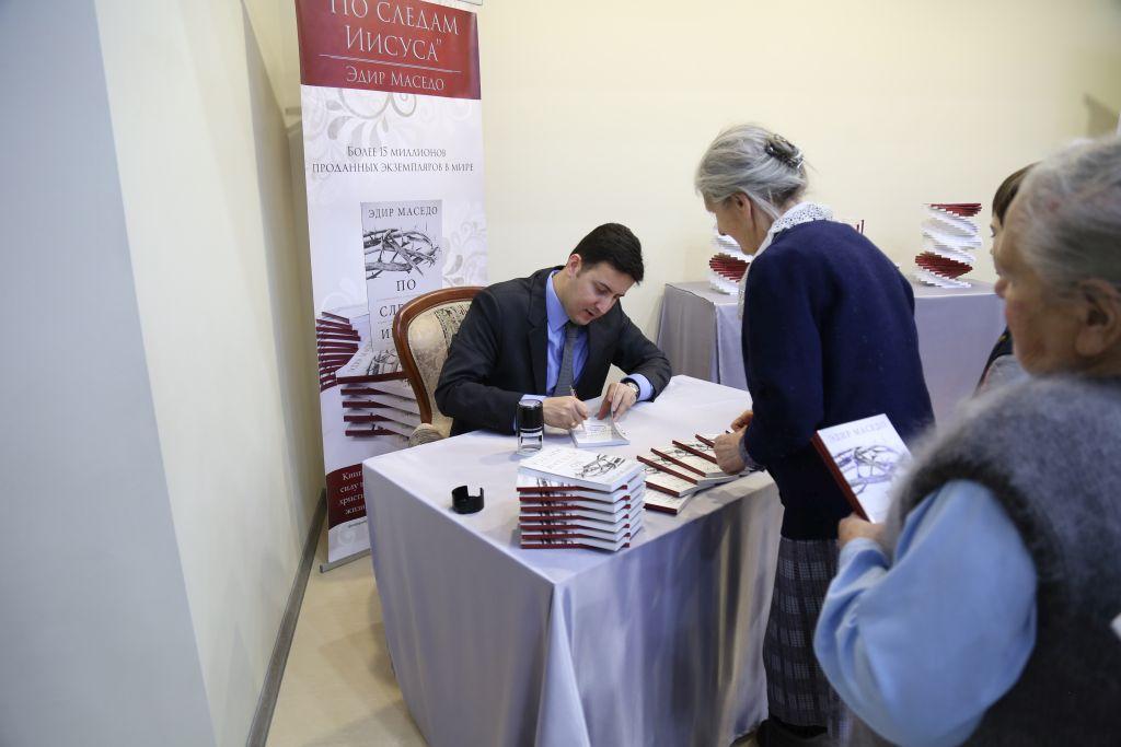 """Livro """"Nos Passos de Jesus"""" é lançado na Rússia"""