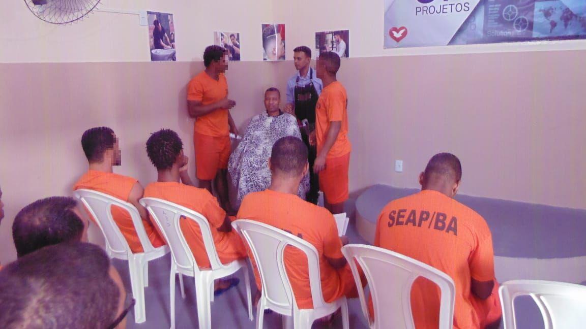 Grupo promove cursos em presídios da Bahia