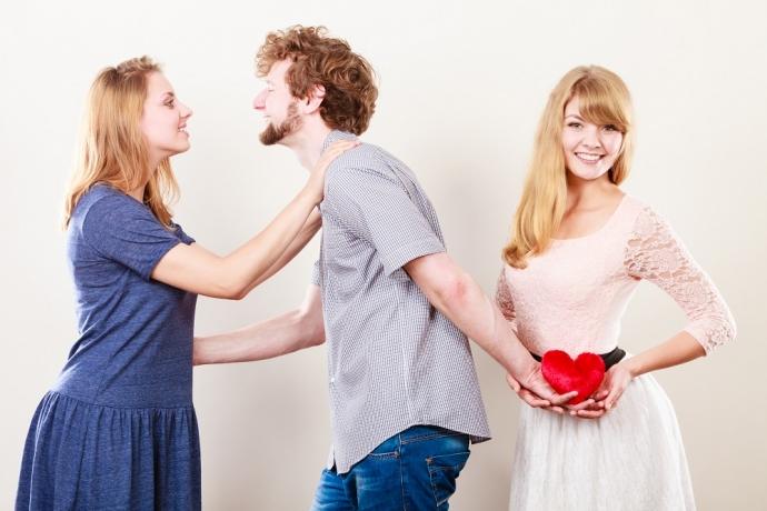 """""""Meu namorado marcou um encontro com outra mulher. O que faço?""""4 min read"""