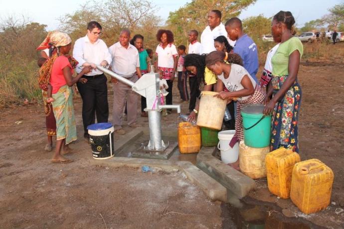 Universal inaugura templo em povoado de Moçambique