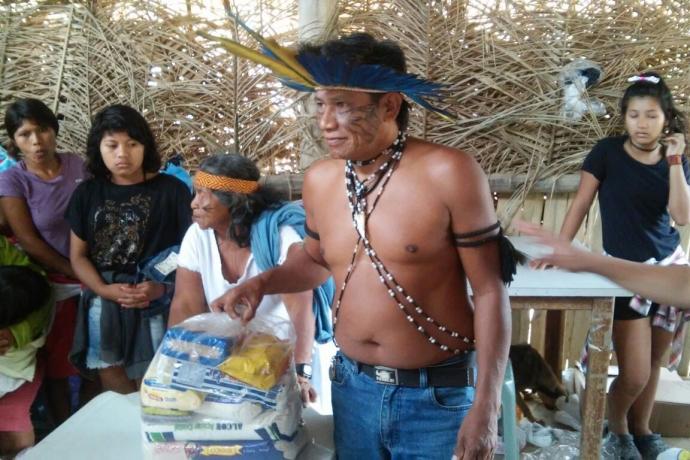 Voluntários realizam ação social em comunidade indígena