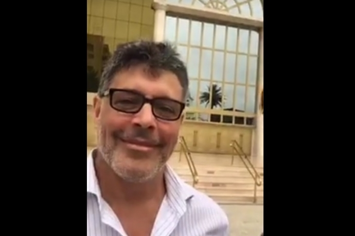 Ator Alexandre Frota faz tour pelo Jardim Bíblico do Templo de Salomão1 min read