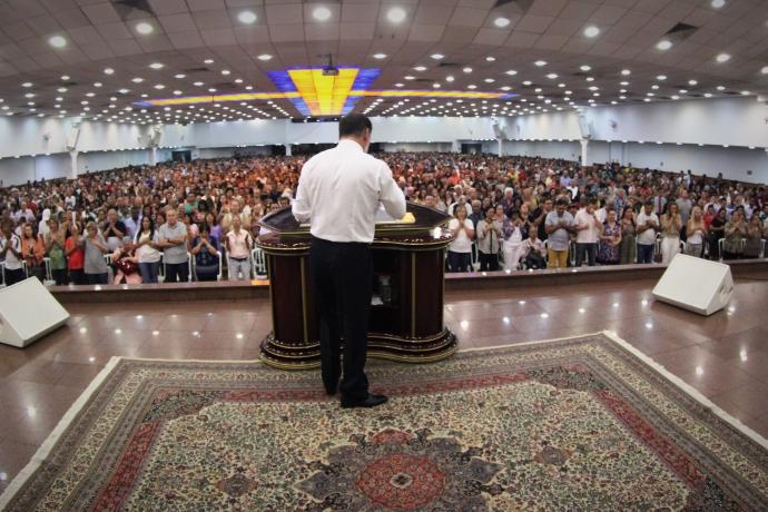 Bispo Clodomir Santos realiza concentrações de fé pelo Brasil1 min read