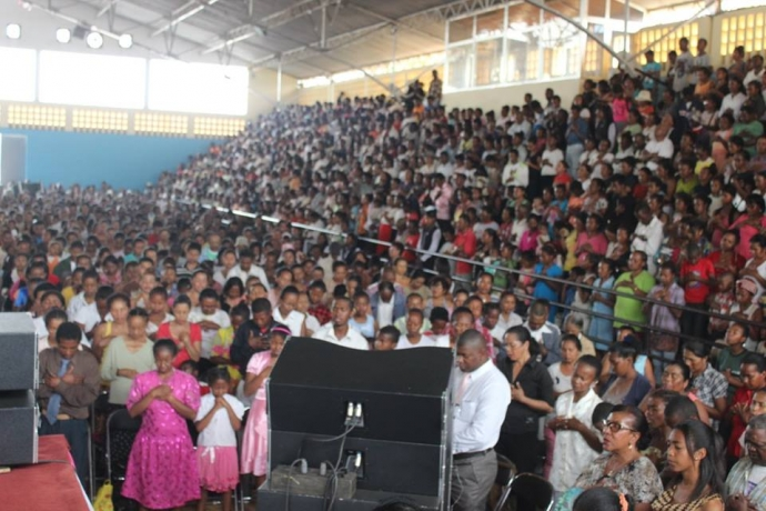Encontro de fé da Universal reúne milhares de pessoas em Madagascar