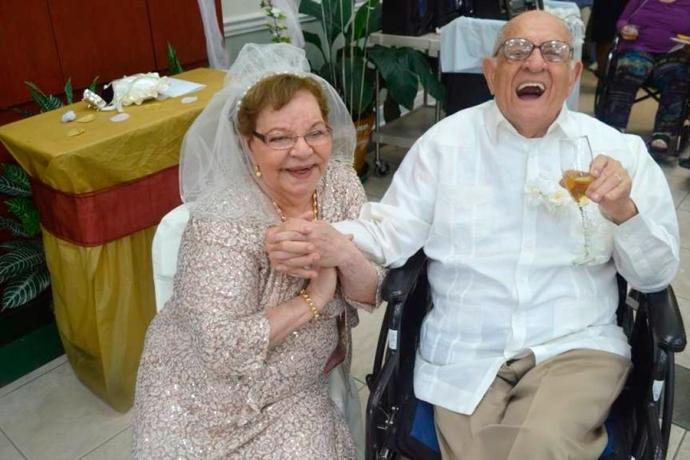 Mulher se casa pela primeira vez aos 80 anos2 min read