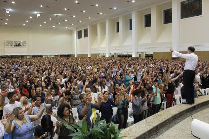 Bispo Clodomir Santos realiza reunião do desmanche espiritual no Mato Grosso do Sul2 min read