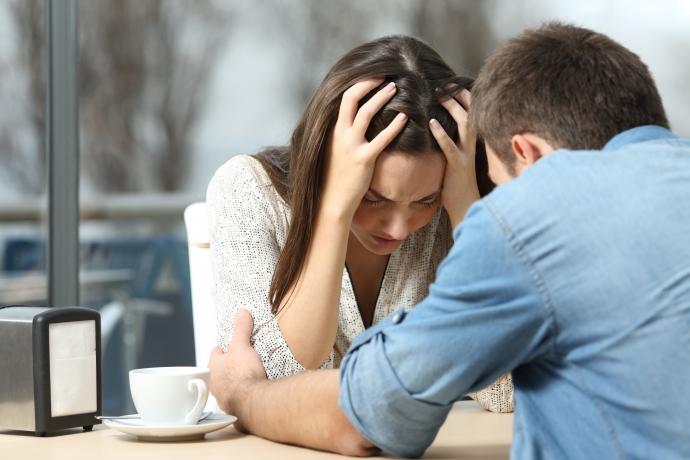 5 pensamentos do seu cônjuge ao ouvir reclamações vazias3 min read