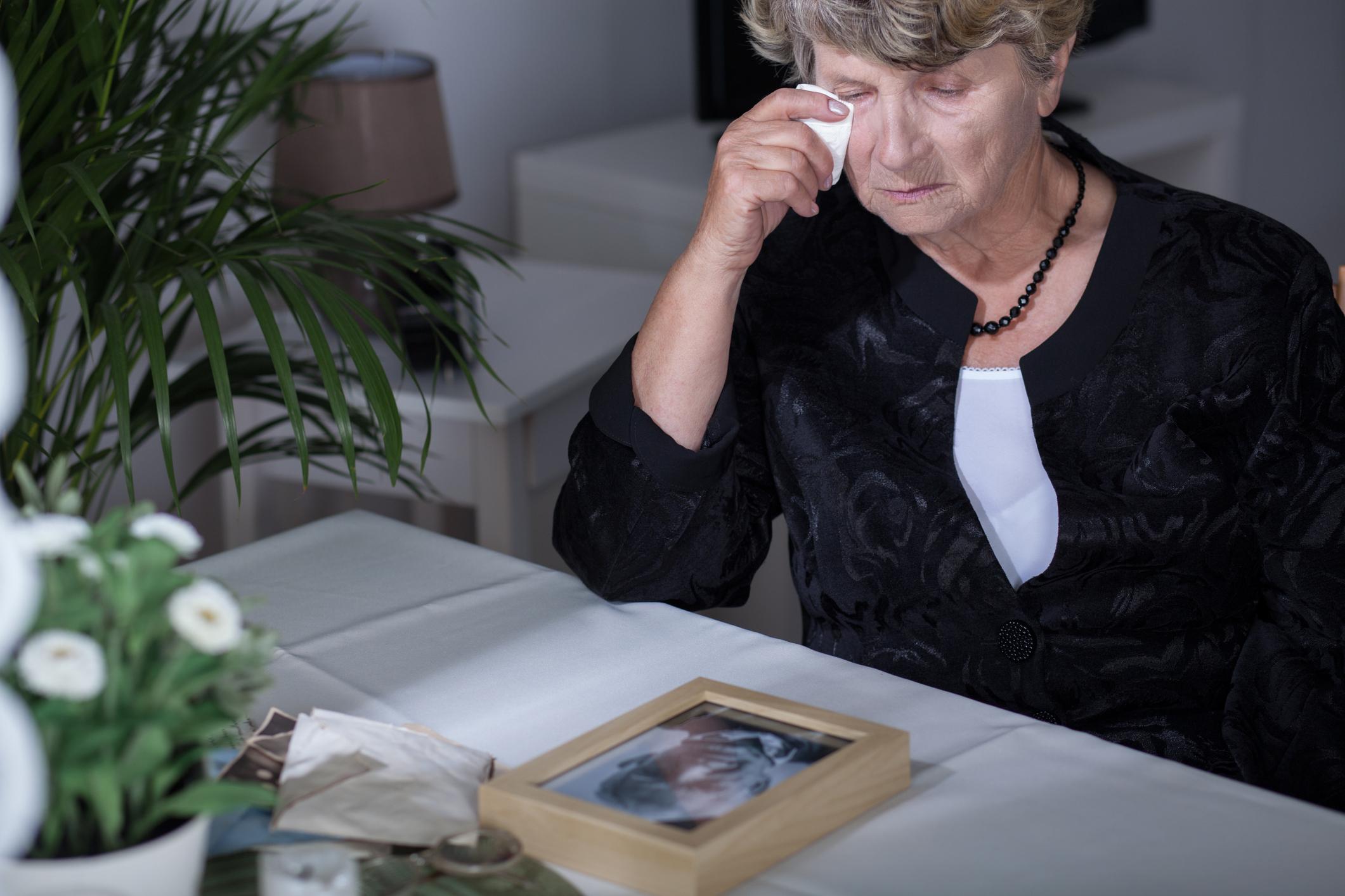 Família vela idosa viva3 min read