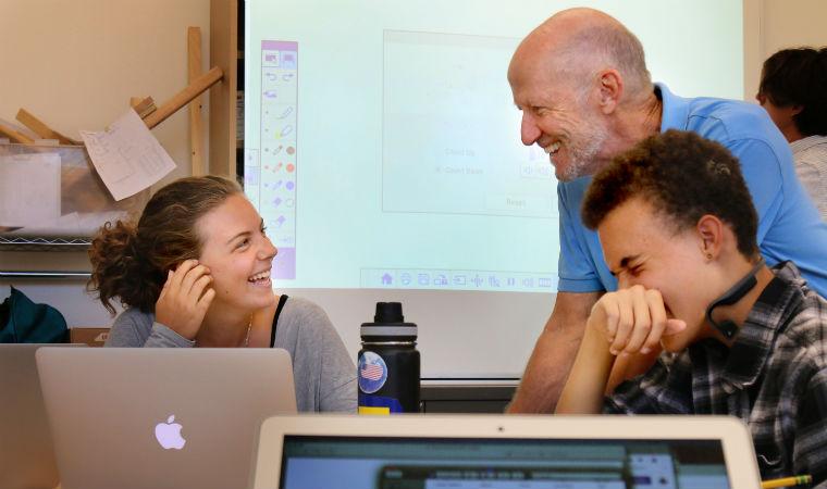 Larry Rosenstock com estudantes da High Tech High