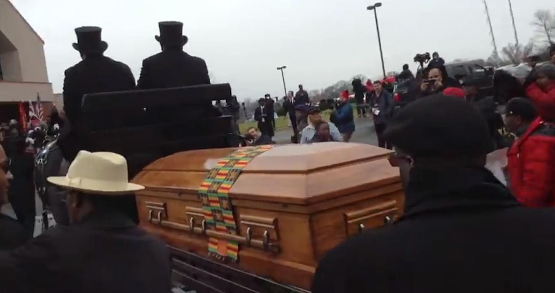 Selena Funeral Open Ca...