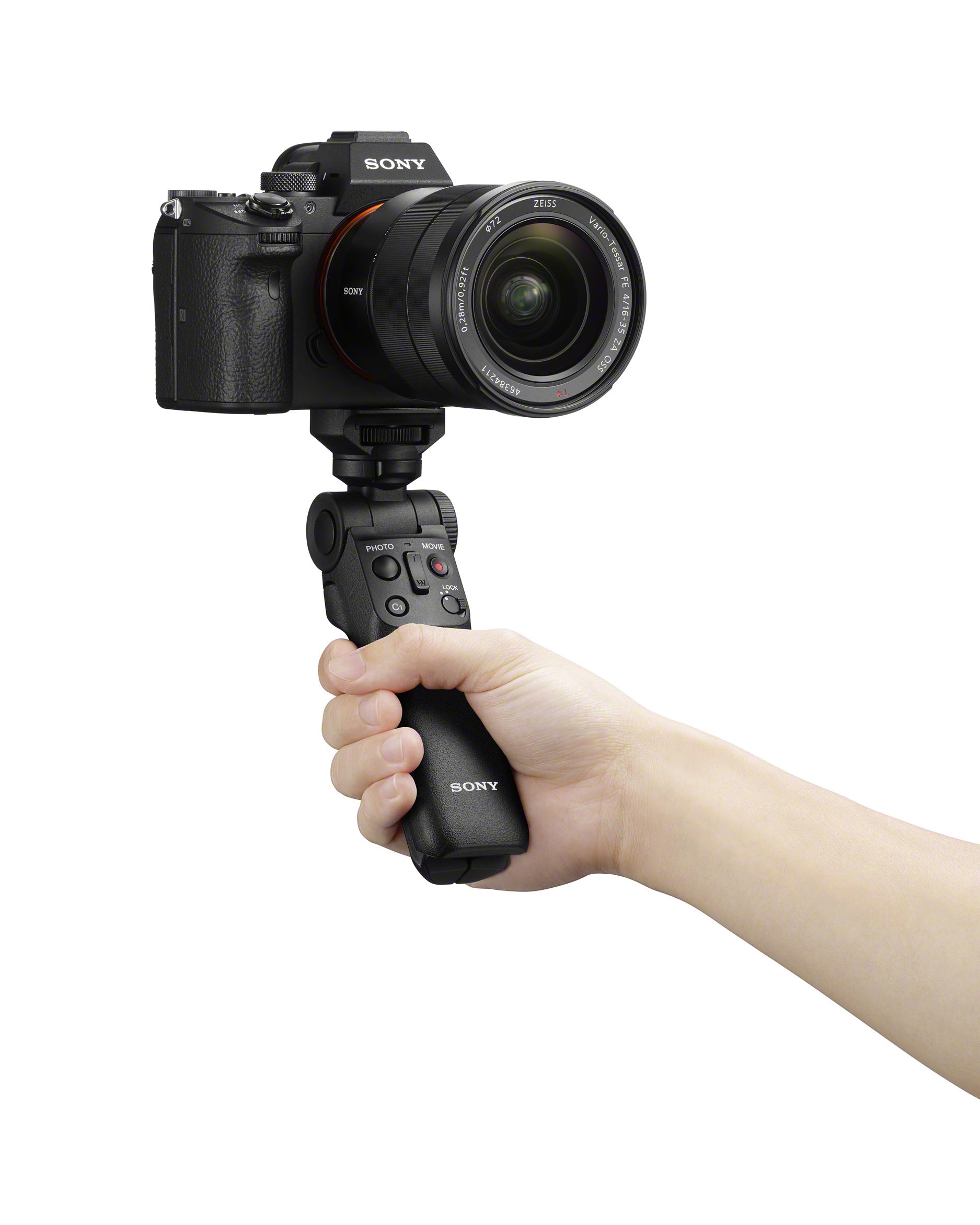 GP-VPT2BT_selfie_hand_Alpha_7_III_SEL1635Z