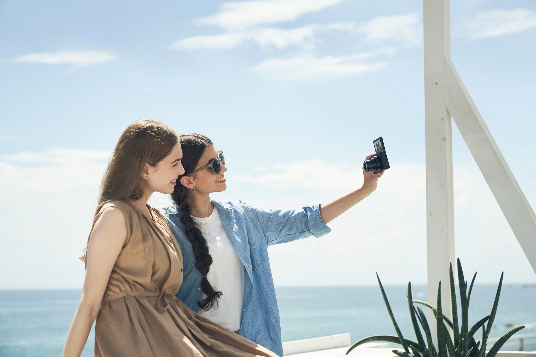 DSC-WX800_black_selfie