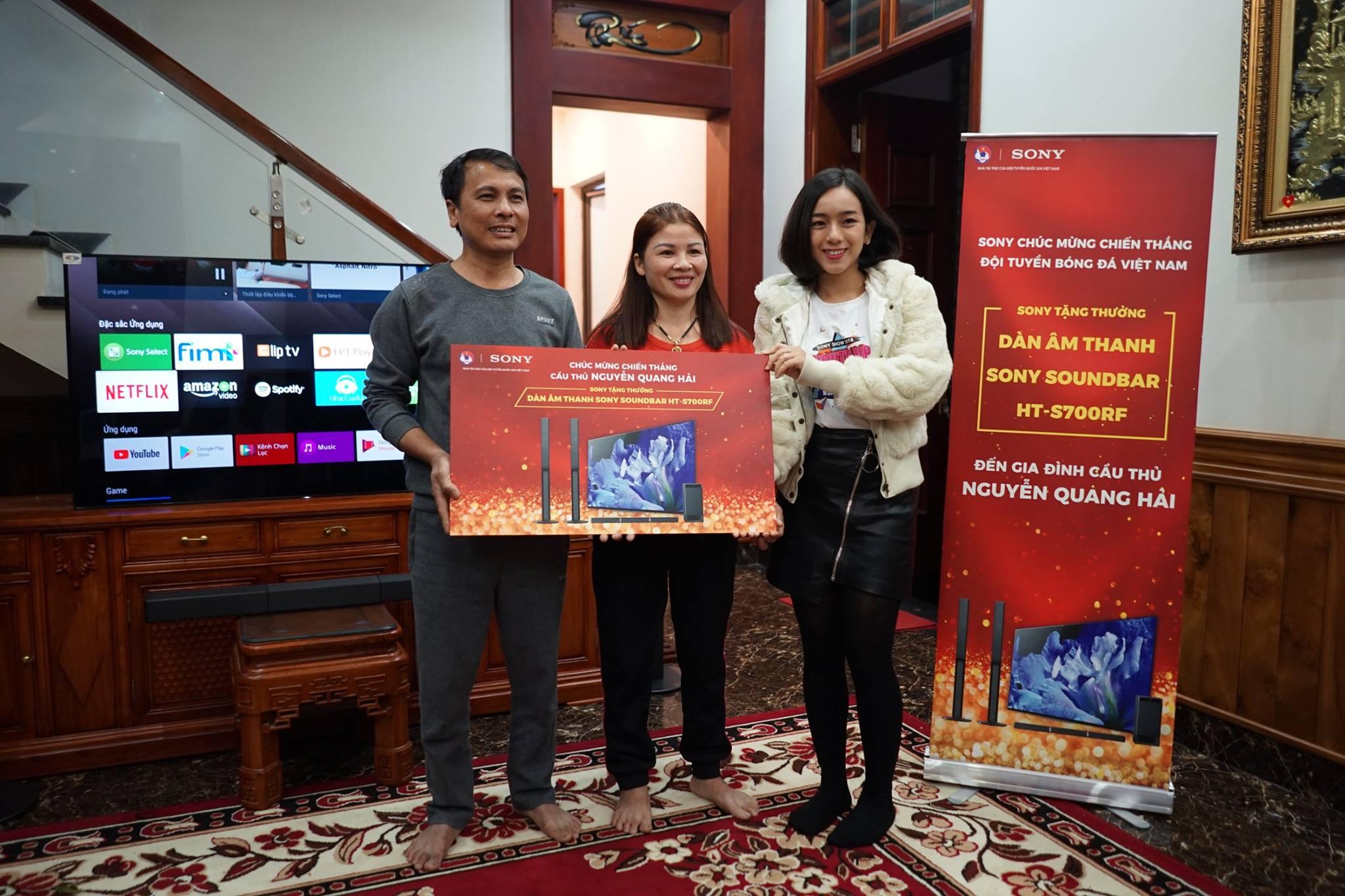 Tặng Quà cho Gia đình Nguyễn Quang Hải