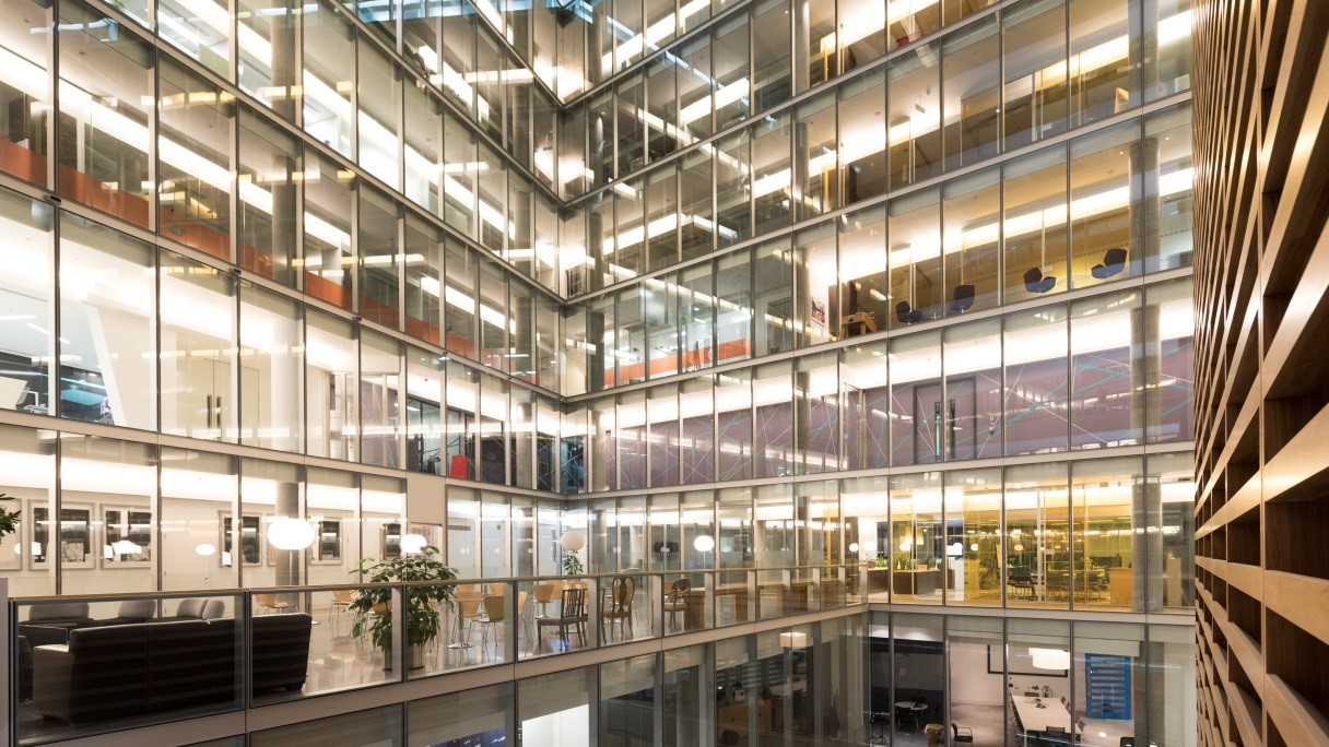 Sony habilita espacios de trabajo inteligentes mediante la ampliación de su gama de «soluciones TEOS» para redes audiovisuales corporativas