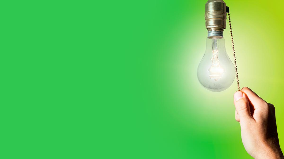 Como economizar na conta de luz durante a bandeira vermelha
