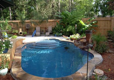 Pool-with-flagstone-coping-waterfall