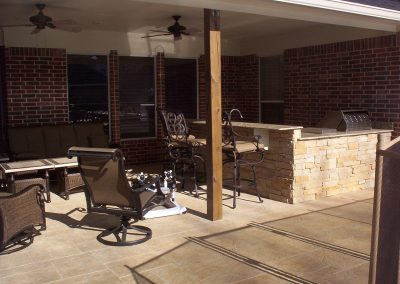 Patio-Cover-and-Outdoor-Kitchen-with-Stacked-Flagstone-Facia