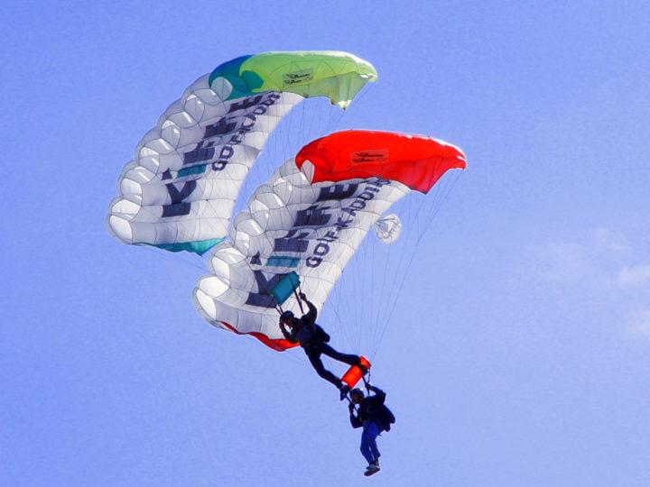 Parachutes 1458236