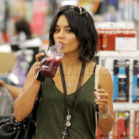 X17: Vanessa Hudgens And Sis Shop Bed